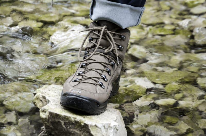 zapatos del senderismo - caminar botas fotografía de archivo libre de regalías