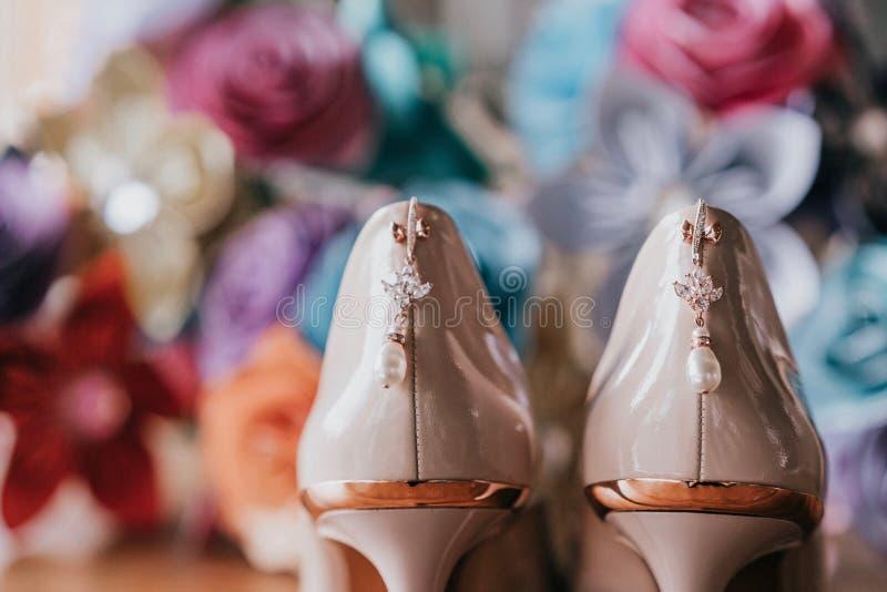 Zapatos del talón de las señoras foto de archivo