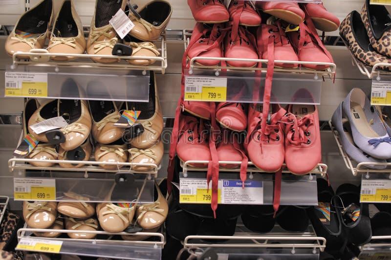 Zapatos en el supermercado fotografía de archivo libre de regalías