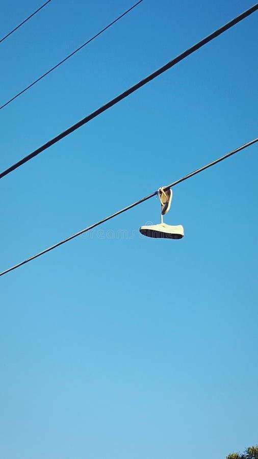 Zapatos en un alambre fotografía de archivo libre de regalías