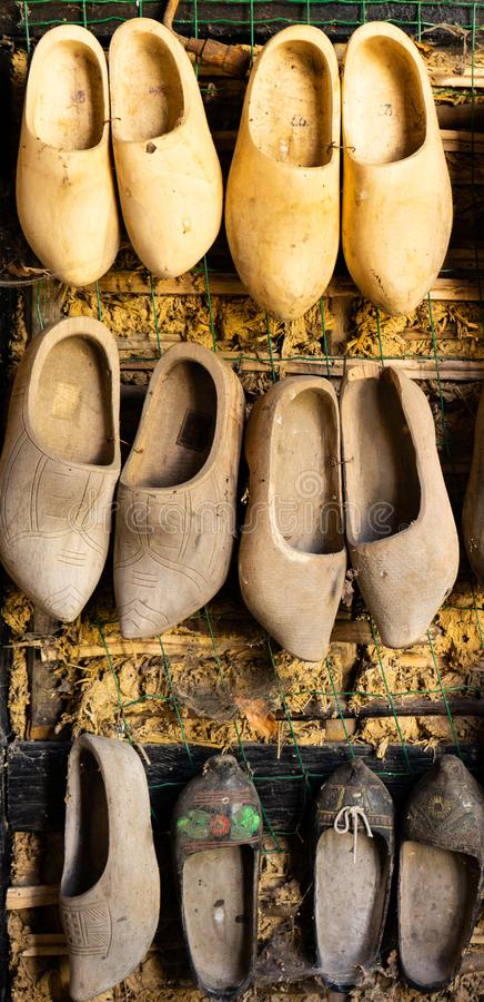 Zapatos holandeses de madera del estorbo del vintage fotos de archivo