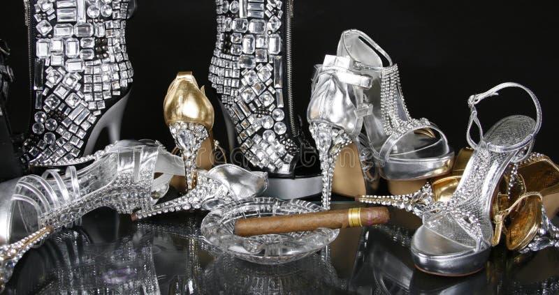 Zapatos Jeweled del oro y de la plata foto de archivo libre de regalías