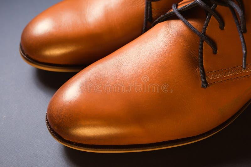 Zapatos marrones de cuero para hombre fotografía de archivo libre de regalías
