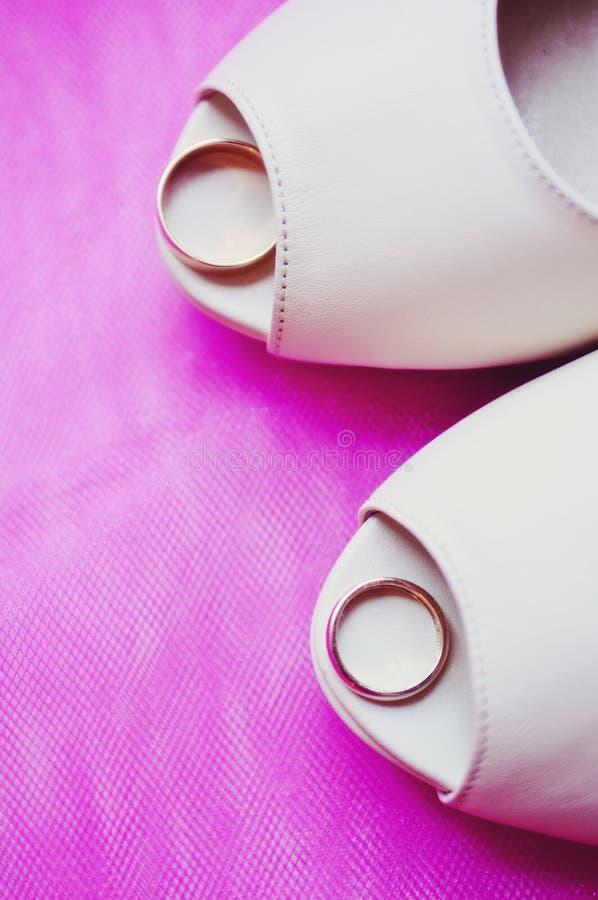 Zapatos modernos de la boda foto de archivo libre de regalías