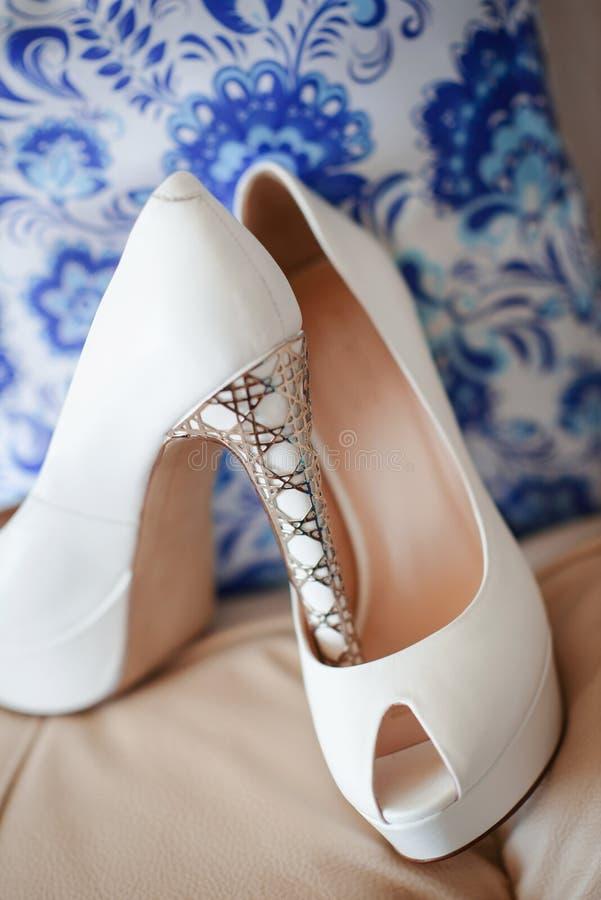 Zapatos modernos de la boda imagen de archivo