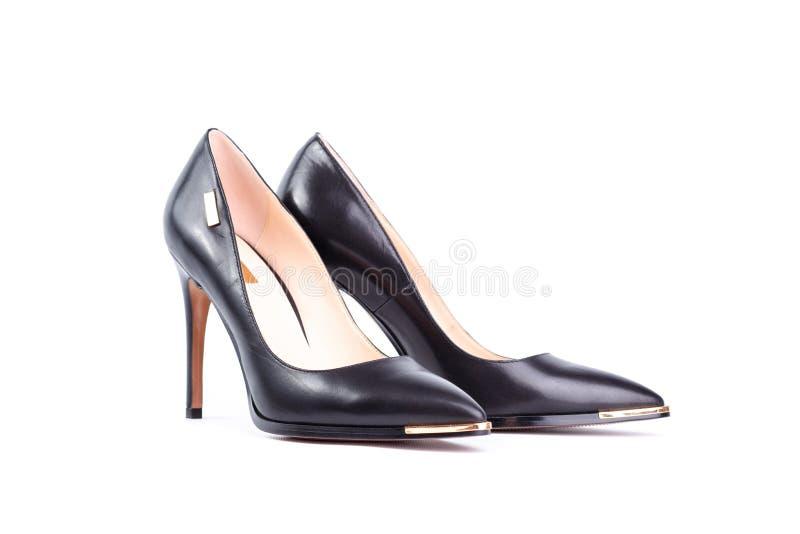 Zapatos negros del tacón alto aislados en el fondo blanco imagenes de archivo