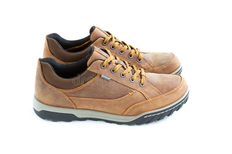 Zapatos que activan aislados del estilo moderno masculino imagenes de archivo