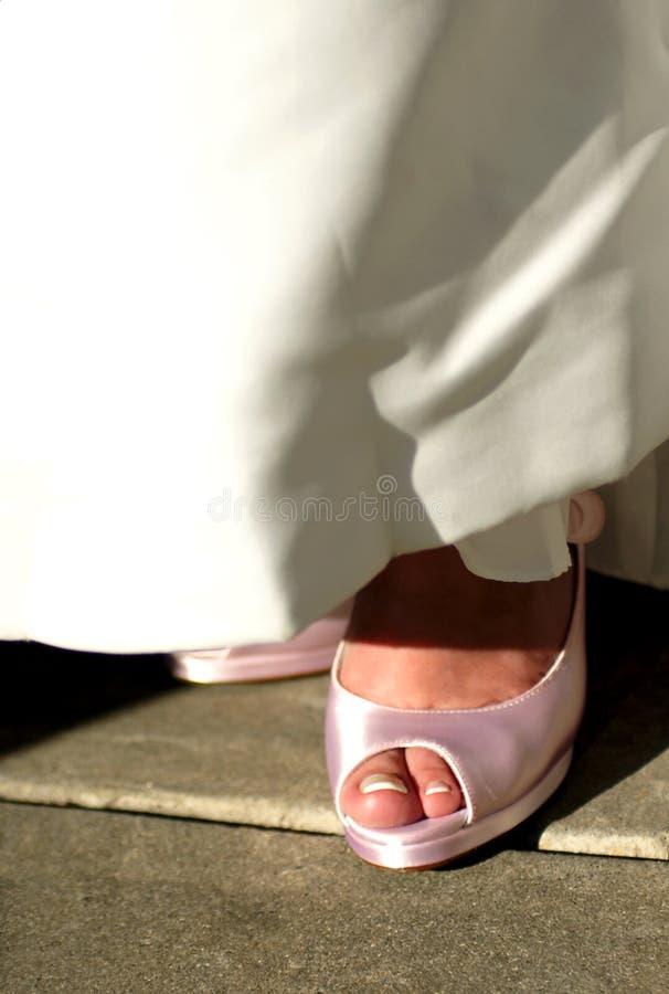 Zapatos rosados de la boda imágenes de archivo libres de regalías