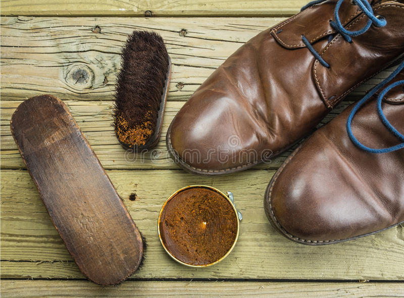 Zapatos y pulimento de zapato fotos de archivo libres de regalías