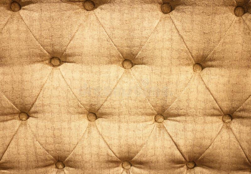 Zapinający na złocistej teksturze. zdjęcia royalty free