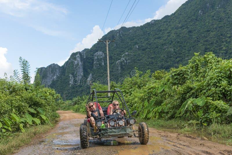 Zapluskwiona wycieczka turysyczna Vang Vieng fotografia stock