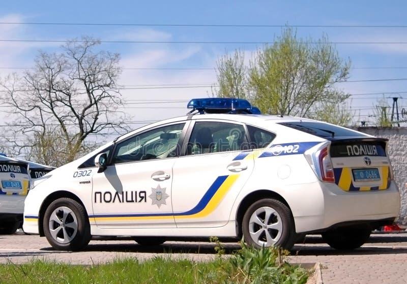 ZAPORIZHIA, UCRÂNIA - 16 DE ABRIL DE 2016: Carros de polícia ucranianos na cerimônia de tomar um juramento pelos membros do polít fotos de stock royalty free