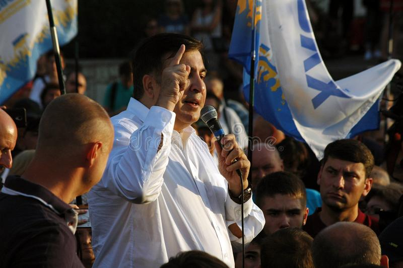 "ZAPORIZHIA UKRAINA †""September 21, 2017: Mikheil Saakashvili politiskt möte med folk i fyrkant i mitt av arkivfoton"