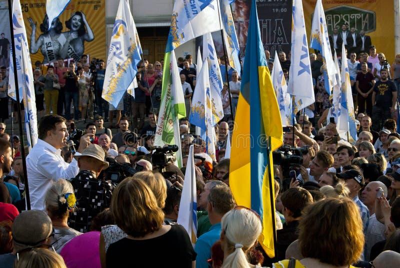 "ZAPORIZHIA UKRAINA †""September 21, 2017: Mikheil Saakashvili politiskt möte med folk i fyrkant i mitt av royaltyfria bilder"