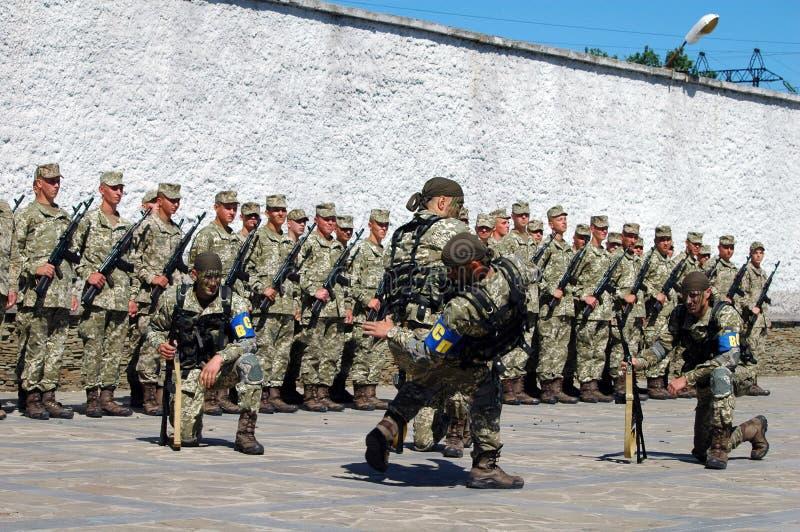 ZAPORIZHIA, UKRAINE - 3 juin 2017 : Combattez la réception des soldats de forces spéciales de l'Ukraine sur l'île de Khortytsya photographie stock libre de droits