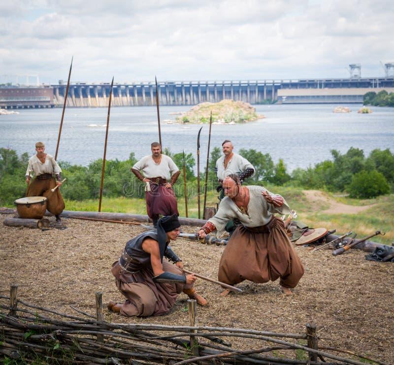 Download ZAPORIZHIA, UKRAINE-JUNE 21: Ukraińscy Kozaczkowie 21, 2014 W Zapo Obraz Editorial - Obraz złożonej z kultura, stary: 41953490