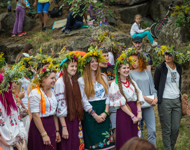 ZAPORIZHIA, UKRAINE 21. JUNI: Feiern von Kupala-Nacht 21, 2014 i lizenzfreie stockbilder