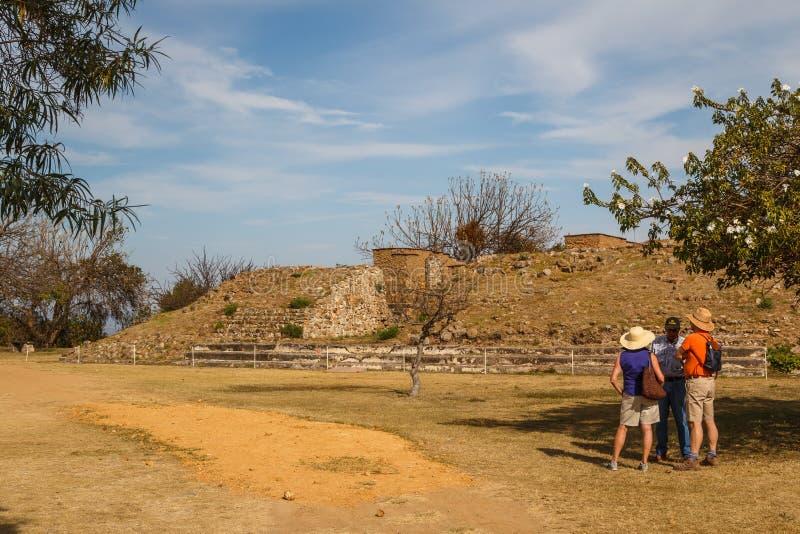 zapotec前拉美裔镇Monte奥尔本的废墟 库存图片