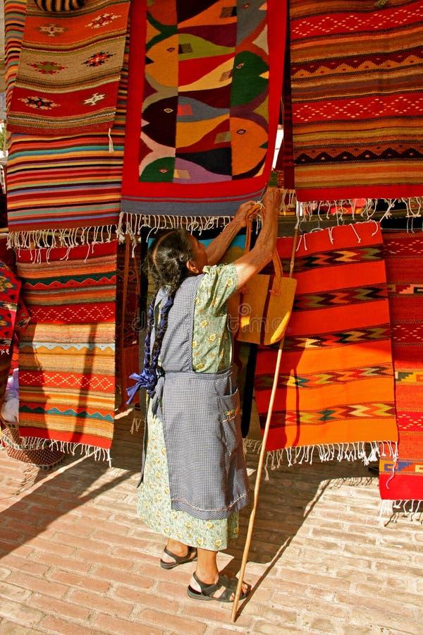 Zapotec Rugseller, Teotitlan imagens de stock royalty free