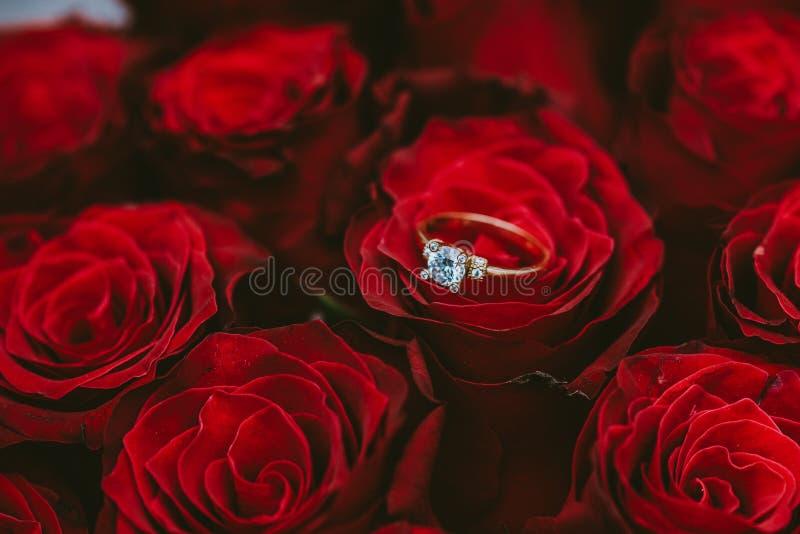Zaręczynowej propozycji różany bukiet obraz stock