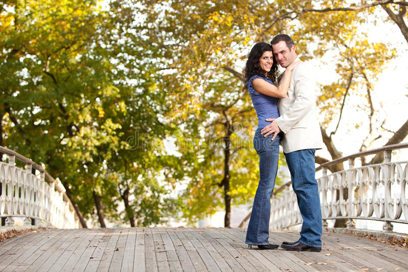 zaręczynowy para uśmiech zdjęcie stock