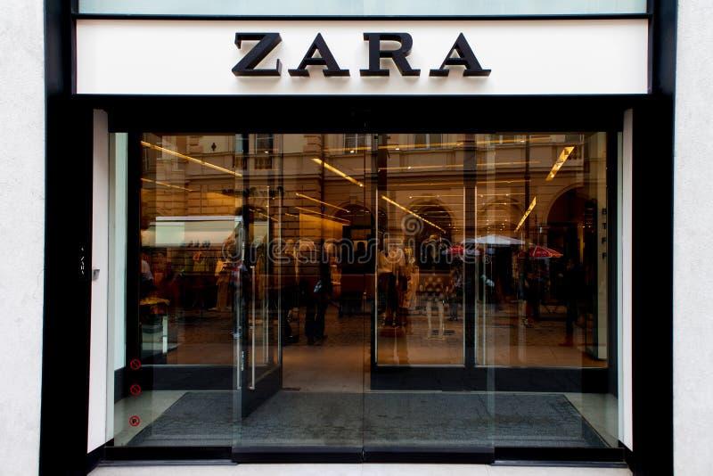 Zara-Logo und Speicherfront stockbilder