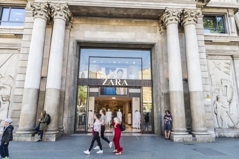 Zara-Speicher in Barcelona stockbilder