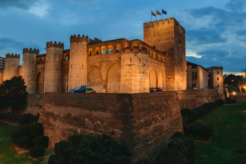 Zaragoza, España AljaferÃa palacio noche del 1 de marzo de 2016 fotografía de archivo libre de regalías