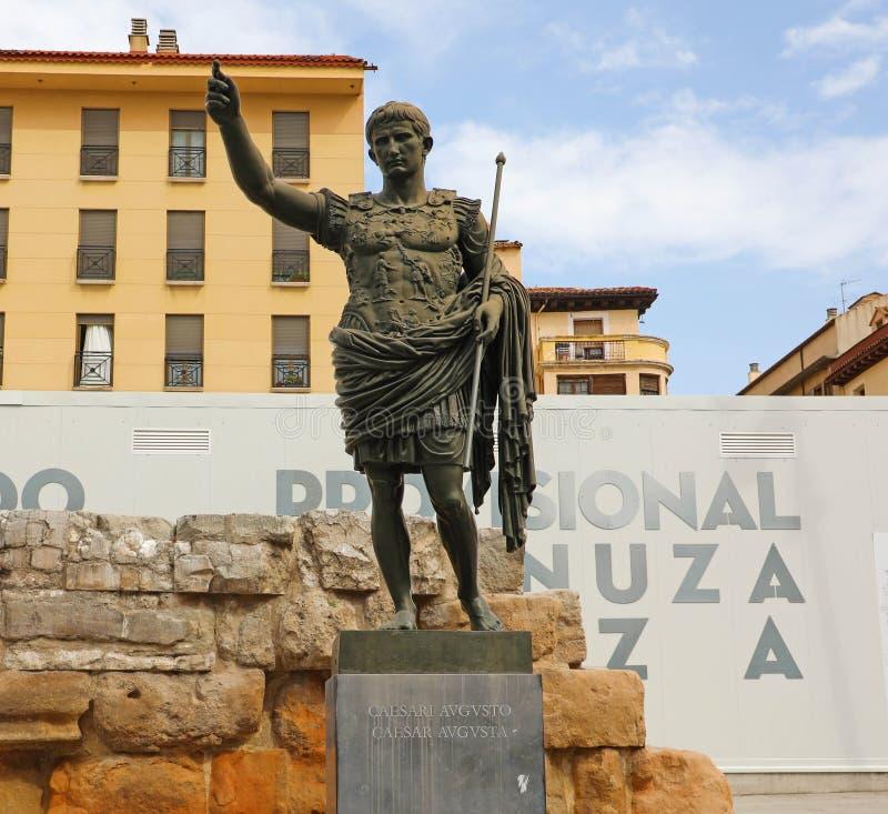 ZARAGOZA, ESPANHA - 1º DE JULHO DE 2019: Monumento ao imperador Caesar Augustus, fundador de Zaragoza, Espanha imagens de stock