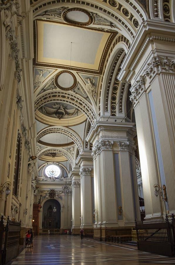 Zaragoza, Espanha - 16 de maio de 2010: Interior da basílica - catedral imagens de stock royalty free
