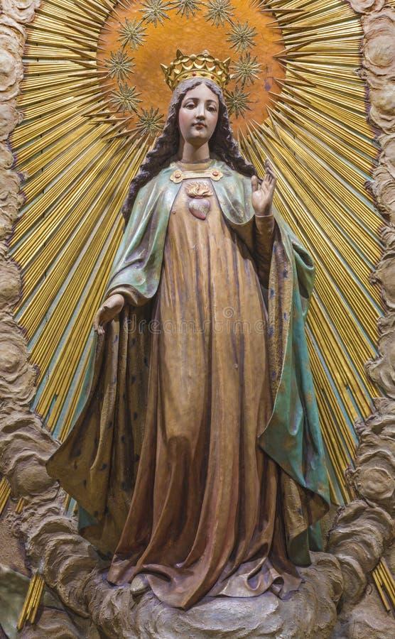 ZARAGOZA SPANIEN - MARS 3, 2018: Den sned statyn av jungfruliga Mary i kyrkliga Iglesia de San Miguel de los Navarros från 19 cen arkivbild