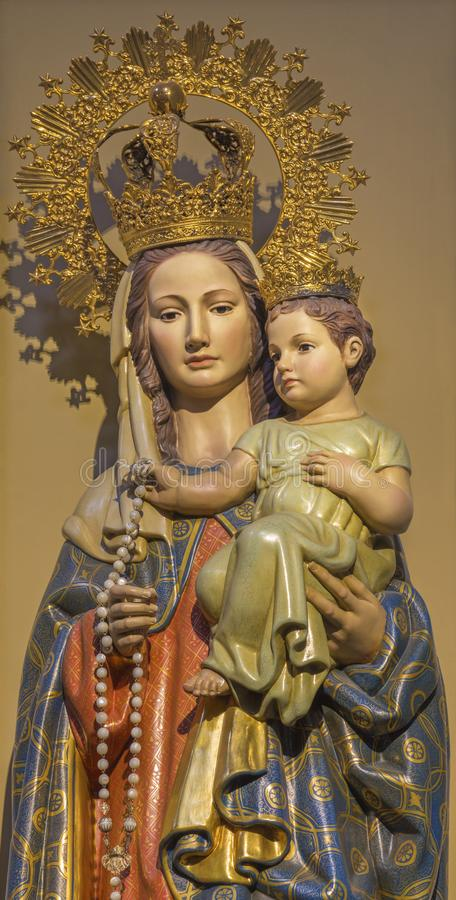 ZARAGOZA, SPANJE - MAART 2, 2018: Polychome sneed standbeeld Madonna in La Santa Cruz van La Exaltacià ³ n DE van kerkiglesia DE royalty-vrije stock foto