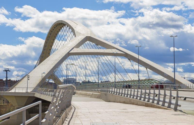 Zaragoza - a terceira ponte do milênio - Puente del Tercer Milenio imagem de stock royalty free