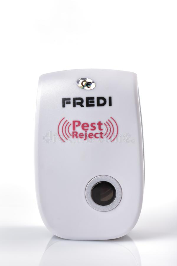 Zaraza odrzut gatunek Fredi który pracuje z ultradźwiękiem odizolowywającym fotografia stock