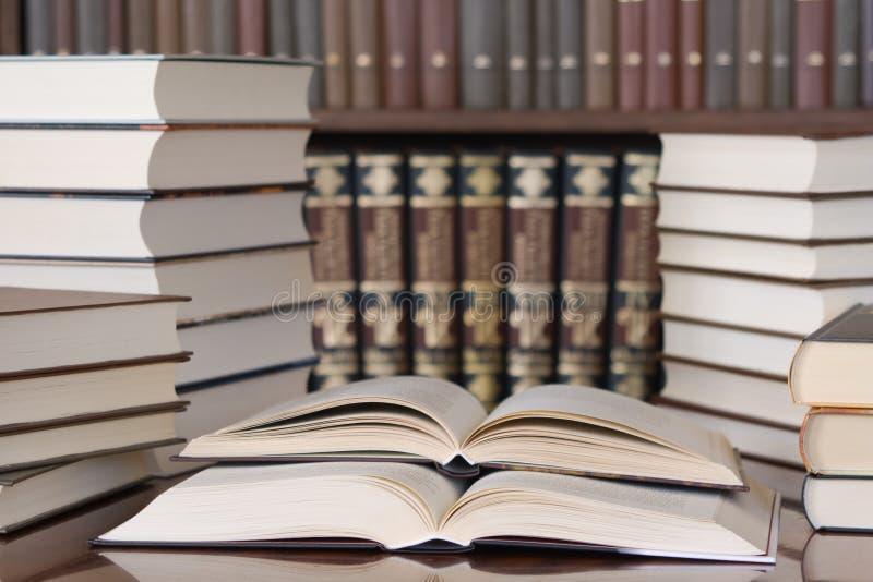 zarezerwuj biblioteki zdjęcie royalty free