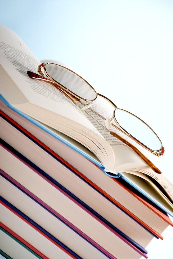 zarezerwuj okularów czytać fotografia royalty free