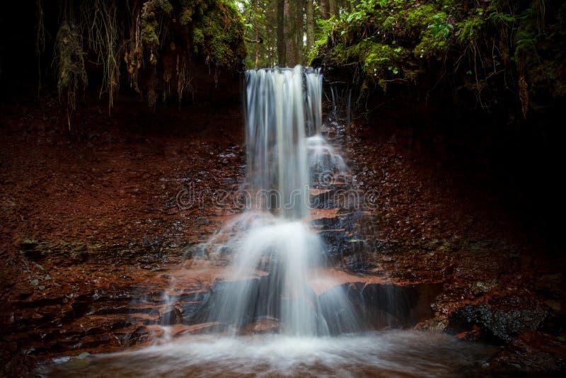 Zartapu vattenfall, Lettland royaltyfri fotografi