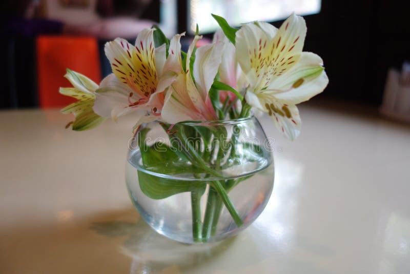 Zarter Blumenstrauß von Blumen stockbilder