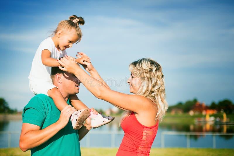 zarygluj składu pojęcia rodziny orzechy zdjęcia stock