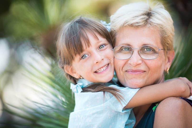 zarygluj składu pojęcia rodziny orzechy fotografia stock