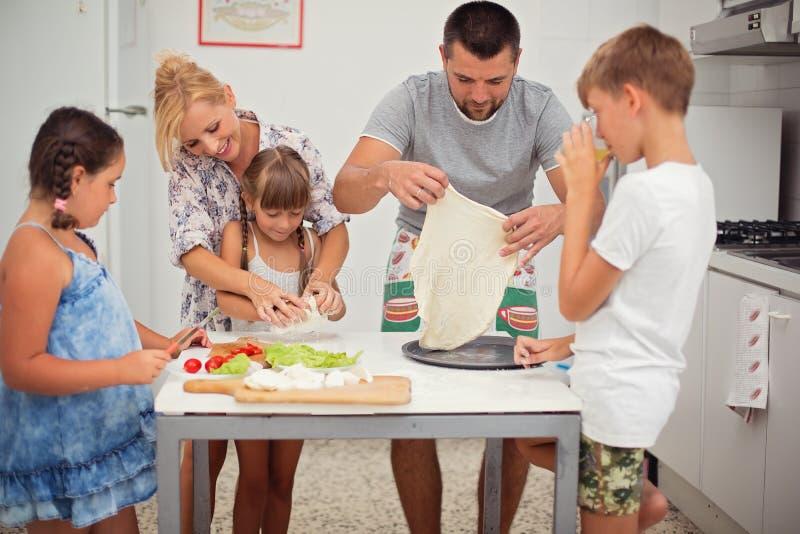 zarygluj składu pojęcia rodziny orzechy obraz stock