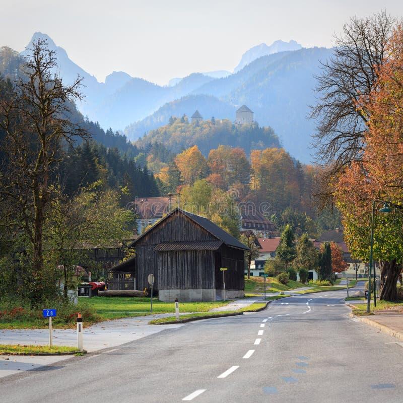 Zarząd miasta Sankt Gallen na pogodnym jesień dniu z Gallenstein kasztelem na górze Austria obrazy stock
