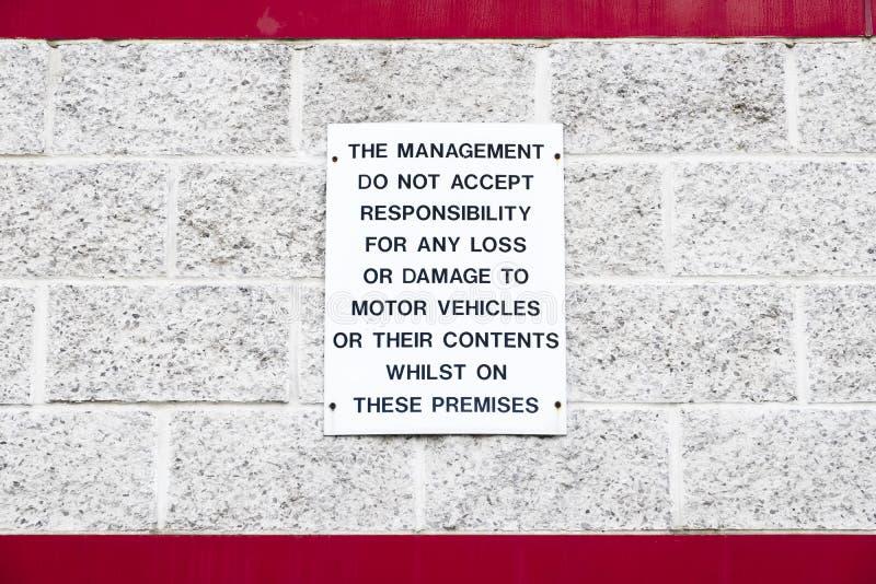 Zarządzanie akceptuje żadny odpowiedzialność dla straty zawartość lub szkoda pojazdy mechaniczni podpisuje zdjęcia stock