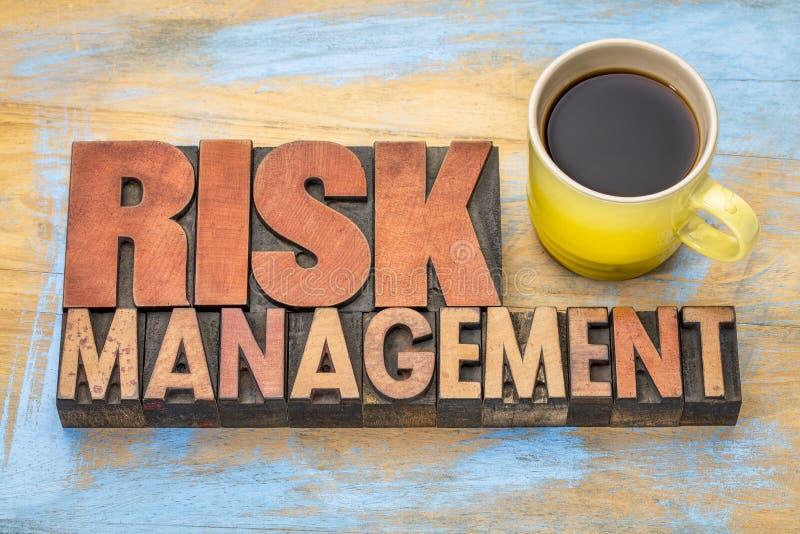 Zarządzanie ryzykiem sztandar w drewnianym typ obraz royalty free