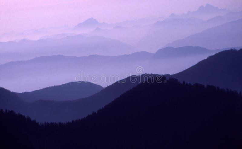 zasięg purpurowych horyzontalnych obraz stock