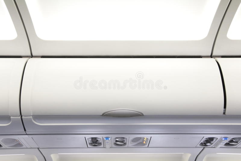 Zasięrzutna szafka na cywilnym samolocie zdjęcie stock