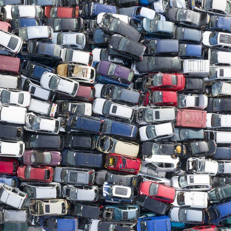 Zasięrzutny widok stos rujnujący samochody fotografia stock