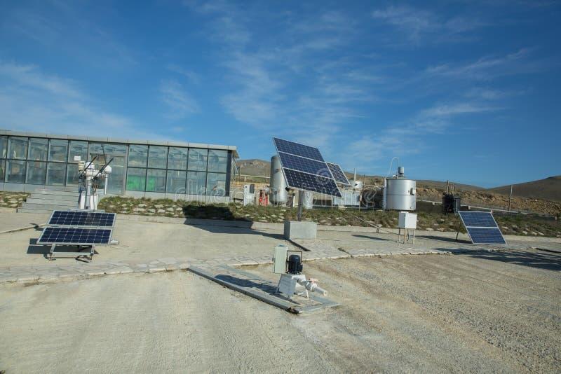 Zasilający elektryczność system Panel słoneczny, photovoltaic, alternatywny elektryczności źródło, - pojęcie podtrzymywalni zasob obrazy stock