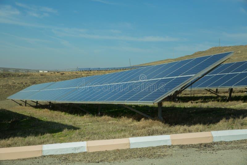 Zasilający elektryczność system Panel słoneczny, photovoltaic, alternatywny elektryczności źródło, - pojęcie podtrzymywalni zasob obraz stock