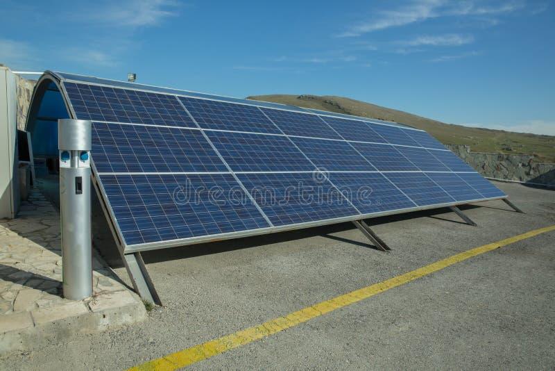 Zasilający elektryczność system Panel słoneczny, photovoltaic, alternatywny elektryczności źródło, - pojęcie podtrzymywalni zasob zdjęcie royalty free